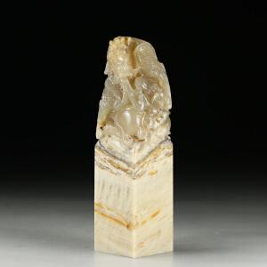 巧色巴林木纹冻石 精雕鳌龙戏珠大材印章 jd2183