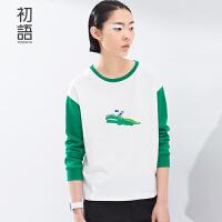 初语春季新款 稚拙大鳄鱼小鱼公仔网格撞色长袖宽松T恤女8610111809C