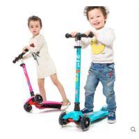 精致大方牢固耐磨耐用儿童滑滑车三轮四轮闪光踏板滑板车