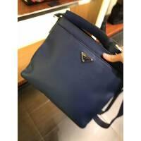 PRADA蓝色金属三角logo荔枝纹男士单肩包