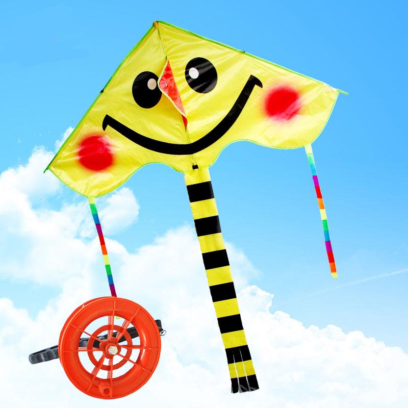 2017年新款笑脸风筝儿童卡通三角风筝_黄色微笑风筝 12握轮 50米线