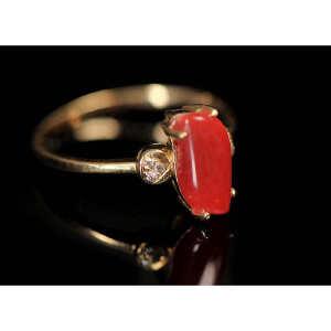 18K 玫瑰金配阿卡珊瑚镶钻戒指