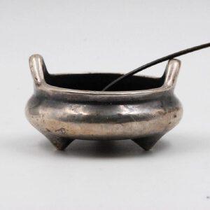 清中期 纯银制三足琴炉