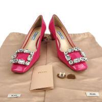 Prada女士玫红色漆皮钻扣装饰方头中跟单鞋