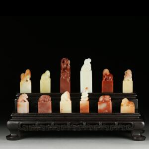 寿山巧色芙蓉石 精雕十二生肖套章 摆设 收藏 送底座 jd2148