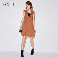Amii[极简主义]2017秋装新款大码时尚V领无袖针织连衣裙11784089