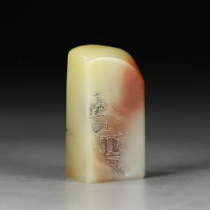 寿山巧色淡黄芙蓉石 精雕�t望薄意印章 jd2376